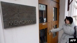 A woman enters the Memorial rights group's office in Moscow. (file photo)