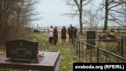 На Дукаршчанскіх могілках пад Сьмілавічамі