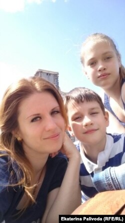 Екатерина Паливода и её дети Юлия и Виктор