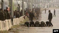 Шема - Асадан эскархой автобусашна уллехь лаьтташ бу, Малхбалерчу Гутера арабовлуш болу оппозицин тIемалой ламаз дина бовларе хьоьжуш.
