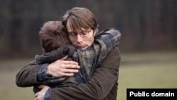 """კადრი თომას ვინტერბერგის ფილმიდან """"ნადირობა"""""""