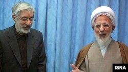 آیتالله جوادی آملی (راست) در کنار میرحسین موسوی