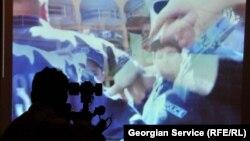 Основное недовольство Transparency International Georgia вызвало болезненное отношение первых лиц государства и чиновников к критике в свой адрес со стороны журналистов