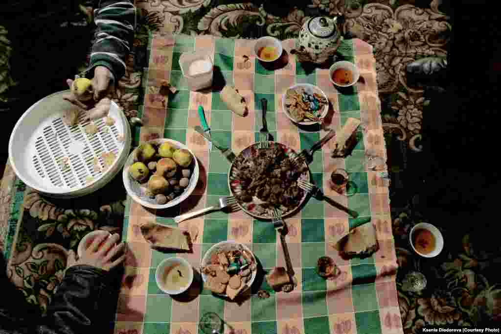 Migrant workers also share their meals. Construction brigades often include several men from the same village or family.