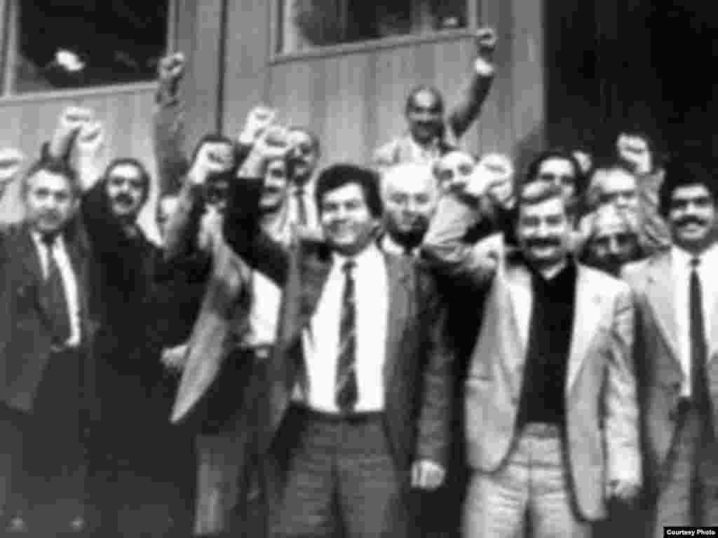 Ali Sovetdə Azərbaycanın müstəqillik haqqında Konstitusiya Aktının qəbulundan dərhal sonra, 18 oktyabr 1991.