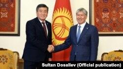Сооронбай Жээнбеков жана Алмазбек Атамбаев. Бишкектеги жолугушуу. 3-ноябрь, 2017-жыл.