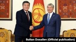 Алмазбек Атамбаев встретился с Сооронбаем Жээнбековым, 3 ноября 2017 года.