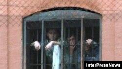 Как сообщил министр по исполнению наказаний и пробации, первая партия браслетов для домашнего ареста будет приобретена для «проблемных» подростков