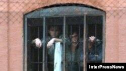По оценкам грузинских участников «Точки зрения», помилование приговоренных к пожизненному заключению осетин на фоне обостряющихся отношений между представителями «Грузинской мечты» и «националами» может иметь неприятные последствия для новой власти