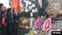 Акция памяти убитых во время второй революции в Кыргызстане. Бишкек,13 апреля 2010 года.