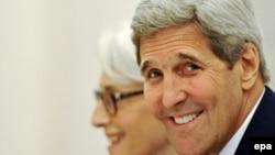 Dövlət katibi John Kerry son 18 günü Vyanada olub.