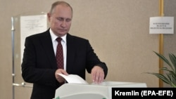 Russian President Vladimir Putin casts his vote at a polling station in Moscow on September 8.