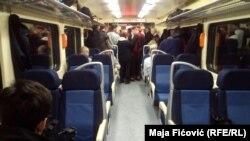 Treni i nisur nga Serbia për në Kosovë, që u ndal në Rashkë