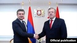 Встреча премьер-министров Армении и Грузии, Карена Карапетяна (слева) и Георгия Квирикашвили, в Тбилиси, 23 февраля 2017 г.
