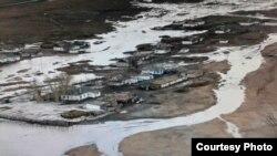 Паводки в Баянаульском районе Павлодарской области. 12 апреля 2015 года. Фото пресс-службы акимата Павлодарской области.