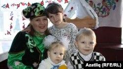 Резеда Әхмәтҗанова балалары белән