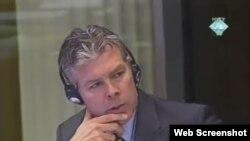 Vojni stručnjak Ewan Braun svjedoči na suđenju Radovanu Karadžiću, 22. studeni 2011.