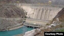 Тўқтоғул гидроэлектростанцияси дамбаси.