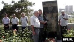 Elmar Hüseynovun məzarı ziyarət olundu