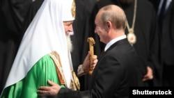 Патриарх Кирилл (сол жақта) мен Ресей президенті Владимир Путин. Киев, 27 шілде 2013 жыл.