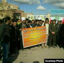 عکس: اعتراض معدنچیان معدن زمستانیورت آزادشهر به حقوق عقبمانده خود، دیماه ۹۴: