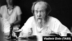 Aleksandr Soljenitsın 1994-cü ildə Rusiyaya qayıtdıqdan sonra