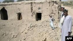 اين گروه تندروی اسلامگرا، ديگر چون گذشته به دستار، کلاه، ريش و سيبل بلند مردم توجه نمی کنند وگزارش شده است در بسياری از مناطق جنوبی افغانستان که هرازگاهی زير کنترل طالبان در آمده اند، موسيقی نيز ممنوع نشده است.