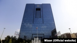 آمارهای بانک مرکزی نشان میدهد که درآمدهای نفتی ایران در آذرماه به شدت سقوط کرده است.