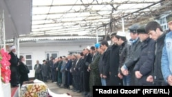 Tajikistan -- Funeral ceremony of Nigina Raufova, the famous Tajik singer, 22Dec2010