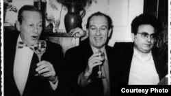 Între prietenii săi scriitori, Radu Albala și Radu Cosașu