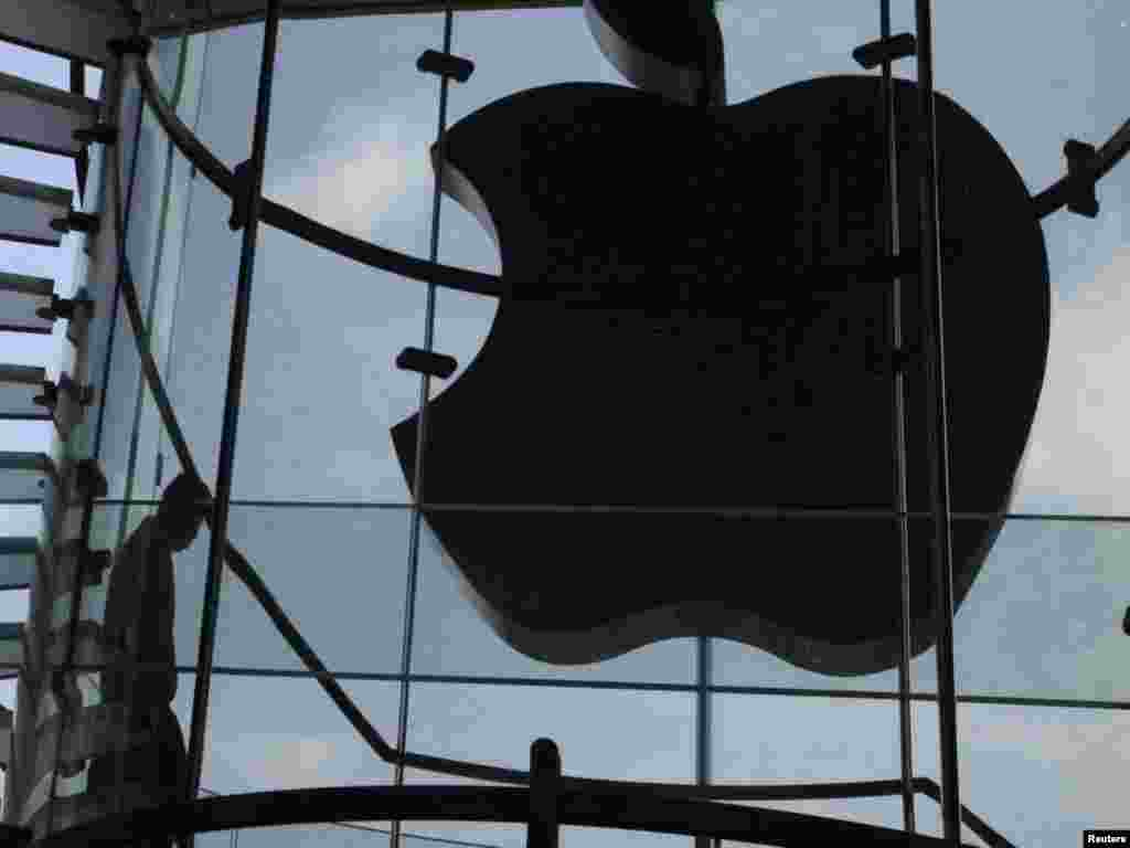 An Apple logo in Hong Kong after its light was switched off to mourn Jobs' death on October 6.