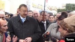 Prezident Qoşa qala qapısının yaxınlığında paytaxt əhalisi ilə şənliklərdə iştirak edib