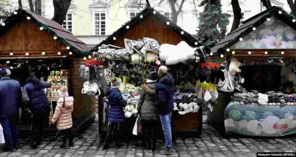 Дидух – один из древнейших культов рождественской украинской обрядности. Такими дидухами украинские семьи украшают свои дома.
