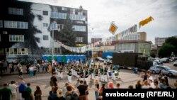 Бразыльскі карнавал па-беларуску. Як прайшла Vulica Brasil на вуліцы Кастрычніцкай. Фотагалерэя