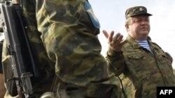 ژنرال وياچسلاو بوريسوف، فرمانده نيروهای روسيه در خط مقدم در گرجستان، گفت: ستون های نظامی اين کشور از تسخينوالی به سوی روسيه در حرکت هستند.(عکس: AFP)