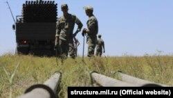 Російські військові прокладають водогін до Сімферополя