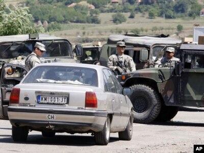 KFOR kontroliše prelaz Jarinje, 28. jul 2011.