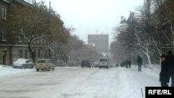 Axşam baş qaldıran çovğundan sonra yolların buz bağlayacağı istisna edilmir