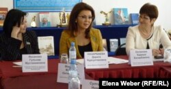 Дарига Назарбаева, дочь президента Казахстана, депутат парламента, на встрече со студентами и учителями темиртауского политехнического колледжа. 5 апреля 2012 года.