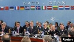 Едва ли министерская встреча НАТО снимет все вопросы между Россией и НАТО