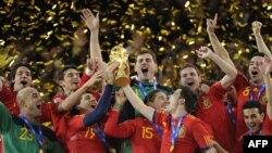 شاگردان ويسنته دل بوسکه با گل آندرس اينيستا، برای نخستين بار جام جهانی را به اسپانيا بردند.