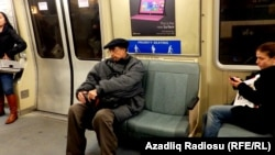 Metroda qocalar üçün yerlər