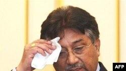 آقای مشرف از دو ماه پیش که سوگند ریاست جمهوری یاد کرد تحت فشارهای زیاد داخلی قرار داشته و انتظار می رود در اروپا با انتقادهایی نیز روبرو شود.