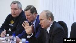 (П-Л) Володимир Путін, Сергій Іванов і Дмитро Рогозін