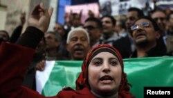 Үкіметке қарсы ұрандап тұрған журналистер шеруі. Каир, 17 желтоқсан 2012 жыл