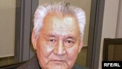 Қазақстан Жоғарғы сотының отставкадағы судьясы Өтеген Иқсанов. Прага, 29 желтоқсан 2009 жыл.