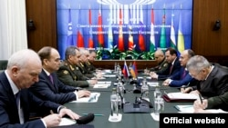 Russia - Defense Minister Sergey Shoygu meets with his Armenian counterpart Seyran Ohanian, Moscow, 23Dec2015.