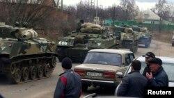 Российские военные машины в российском селе Веселая Лопань, недалеко от границы с Украиной. 12 марта 2014 года.
