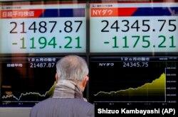 Электронны экран з каціроўкамі біржы ў Токіё, 6 лютага 2018 году