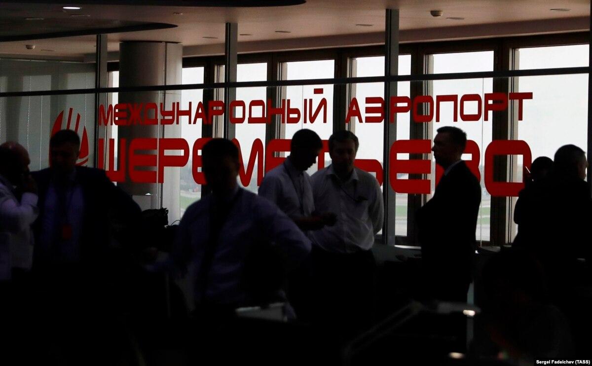 Во время эвакуации самолета Boeing 737 в аэропорту Москвы пострадали 8 пассажиров